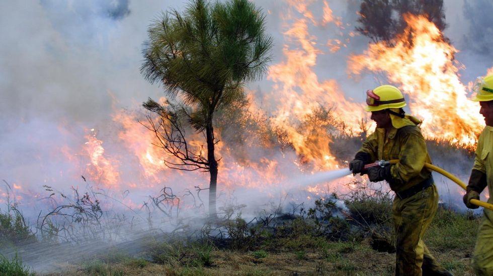 Incendio forestal en la parroquia de Igrexafeita, en O Saviñao, en una imagen de archivo