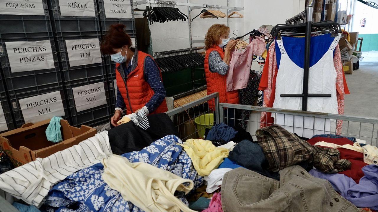 Cáritas Vigo le da una segunda vida a tu ropa vieja.Presentación pública del proyecto social Agarimo, impulsado desde Foz
