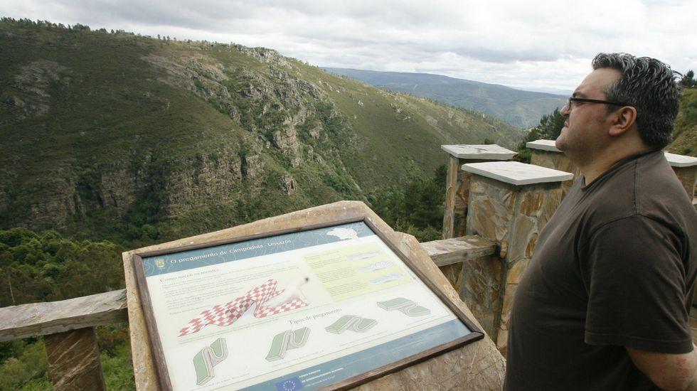 El pliegue de Campdola, la parte más visible del sinclinal, puede contemplarse desde un mirador situado junto a la carretera de Quiroga a Folgoso do Courel