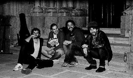Porteiro, a la izquierda, con el resto de los miembros del grupo Sinestesia, que actúa hoy en el Gaiás.