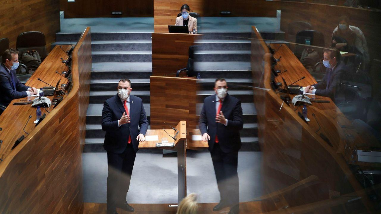 El diputado de Foro Isidro Martínez Oblanca a su llegada al Congreso para asistir al pleno que aprobará con una amplia mayoría una nueva prórroga del estado de alarma