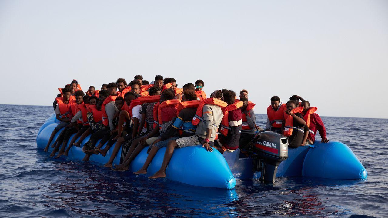 Imagen de archivo de un rescate de migrantes llevado a cabo por la ONG Sea-Eye en el mar Mediterráneo a mediados del 2019