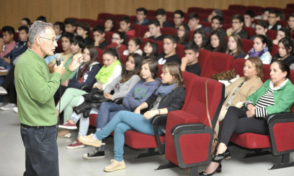 El pasado año, Ángel Carracedo mantuvo un encuentro con estudiantes en el auditorio lalinense.