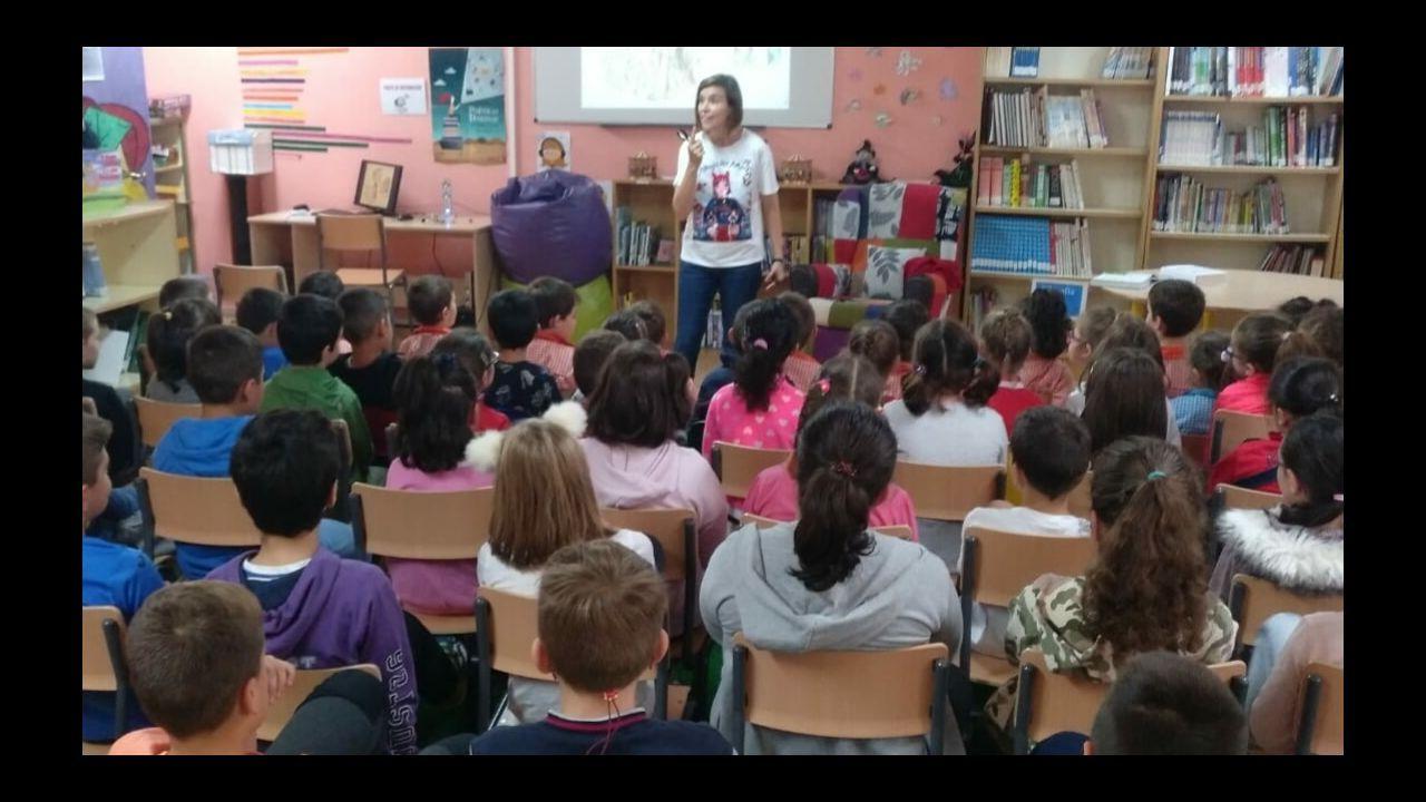Alumnos del IES Jovellanos de Gijón a su llegada a las aulas