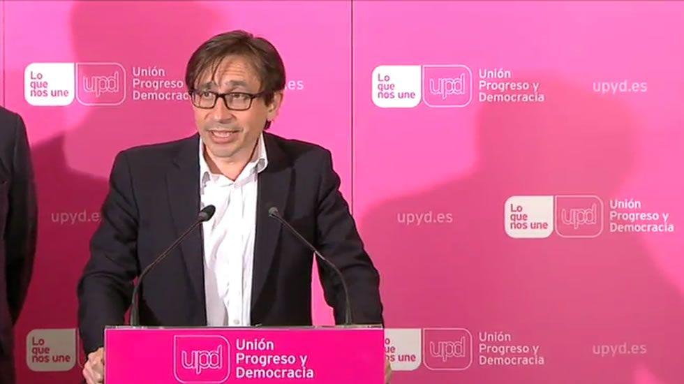 «No presentaré mi candidatura para el Consejo de Dirección».El cabeza de lista del BNG, Xosé Manuel Carril, aplaudido por los suyos ayer en su sede.