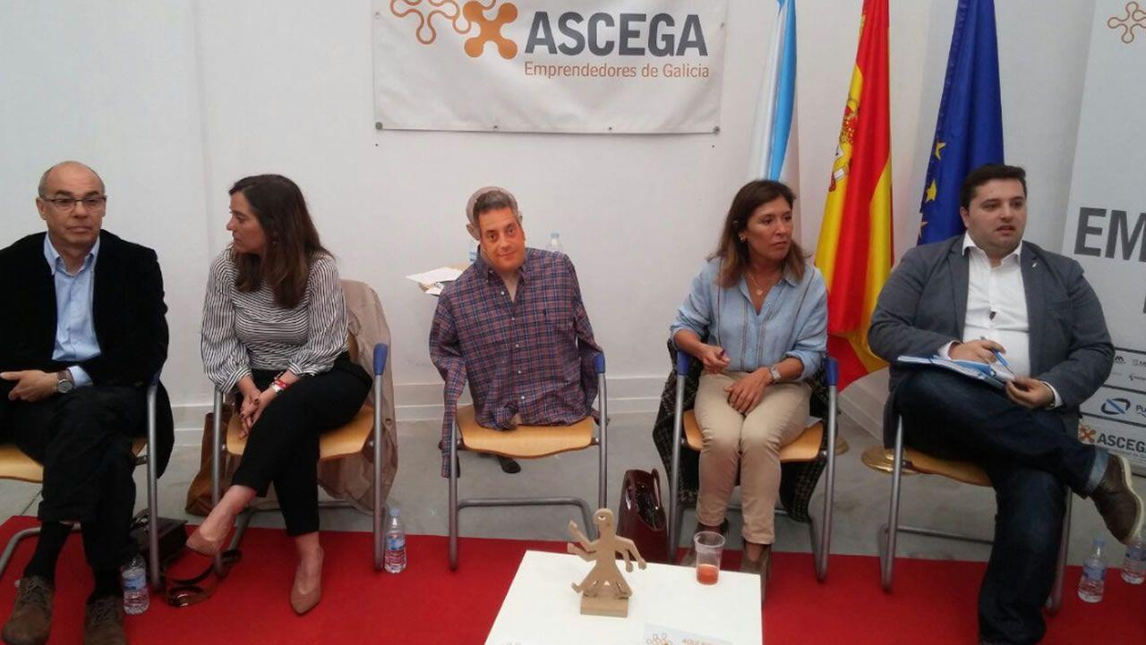 La campaña arranca en A Coruña con polémica sobre los debates.La maqueta. En el 2011, el entonces alcalde Javier Losada presentó el primer diseño de la intermodal. La obra no arrancó ni en ese mandato, ni en el del PP y tampoco en el de la Marea.  El exregidor, ahora delegado del Gobierno, anunció el pasado mes de junio, la licitación de la obra, pero no se ha producido. César Quian