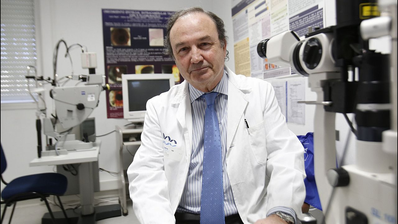 Ramón Lorente, jefe de Oftalmología, en una foto de archivo