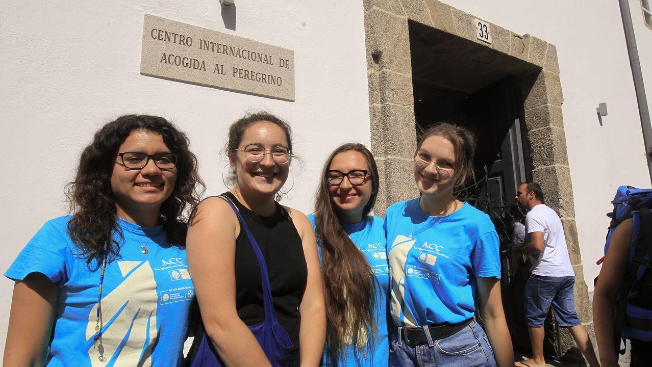 Un trabajo internacional: Luisa Triviño y Anna Albert, de la Comunidad Valencia, y Michalina Murzyn e Izabela Sieraka, de Polonia, son voluntarias en la Oficina de Acogida al Peregrino