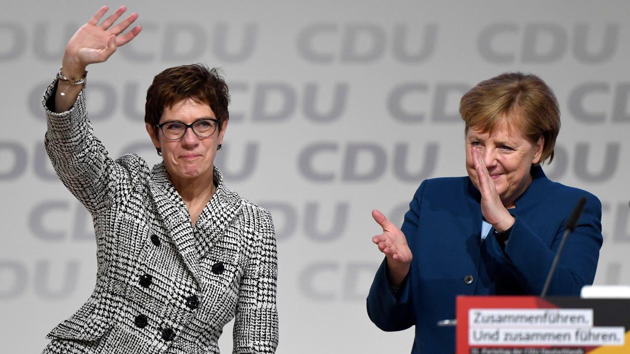 Annegret Kramp-Karrenbauer será la sucesora de Angela Merkel en la CDU