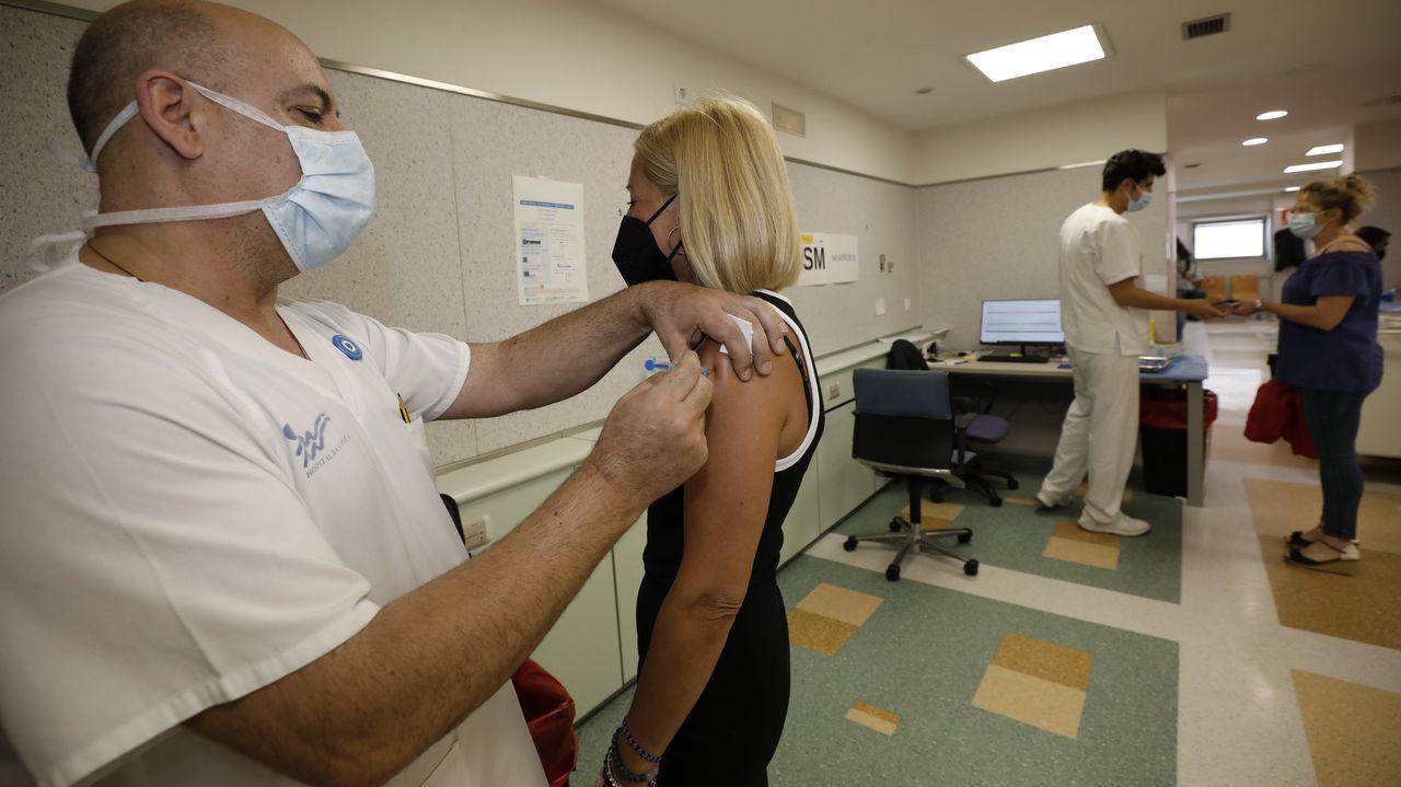 Cerca de 4.000 mariñanos de entre 40 y 59 años recibirán una dosis de la vacuna esta semana en Burela