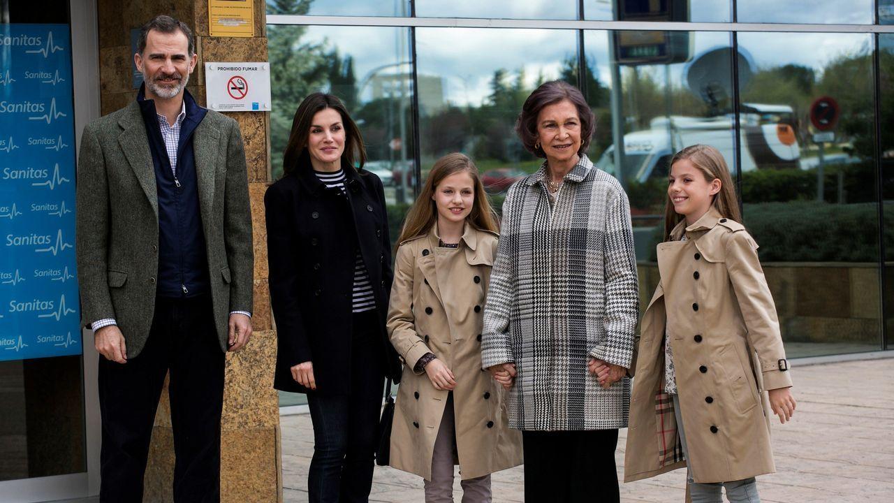 La familia real al completo visita a Juan Carlos I.Rajoy y Cifuentes se saludan en Alcalá de Henares