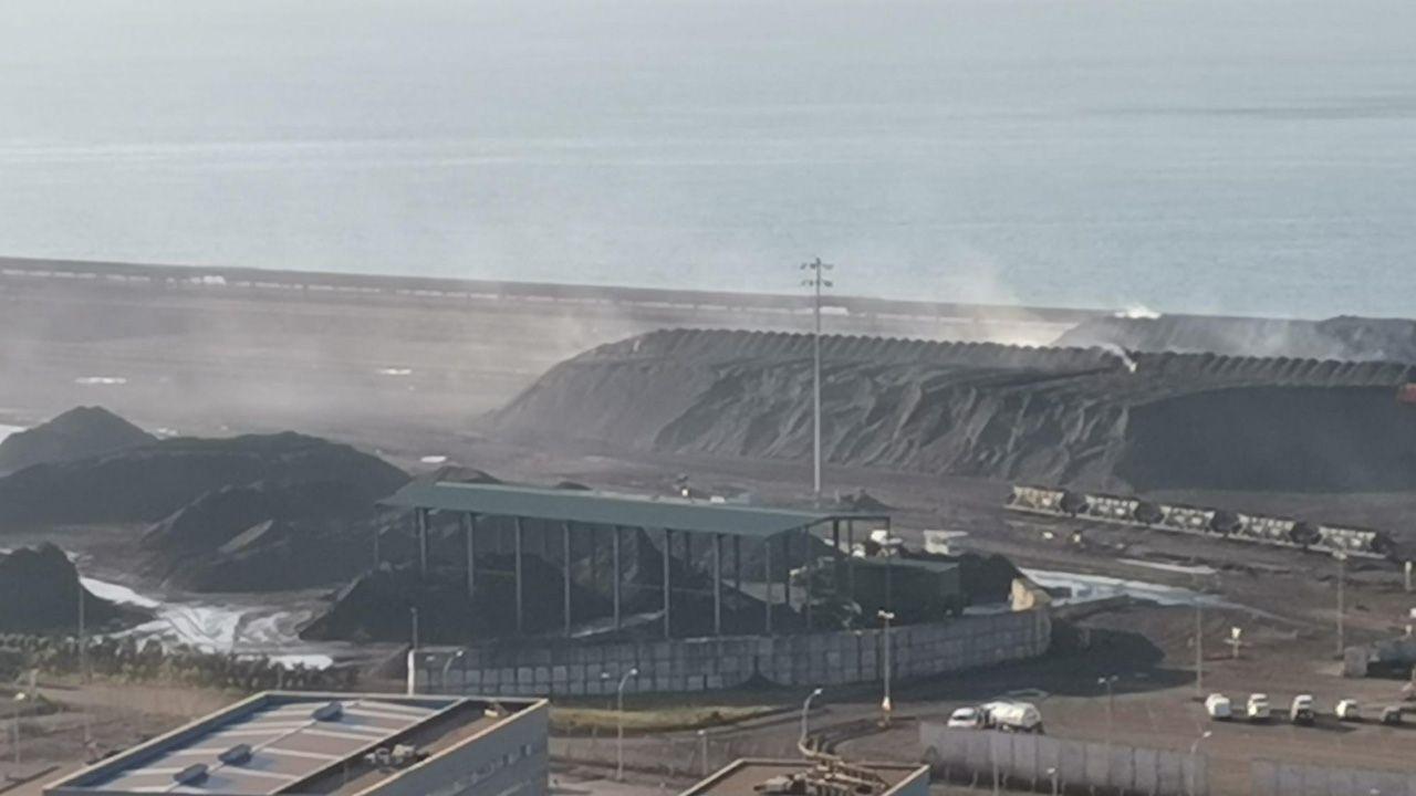 Nube del polvo en El Musel