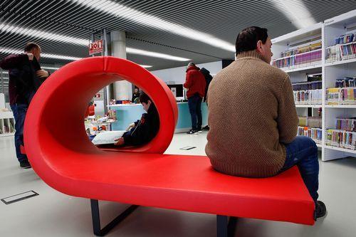 Biblioteca Pública de Ourense.Las instalaciones cuentan con zonas de descanso y de lectura