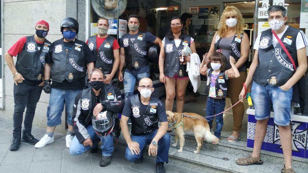 Cadena humana hostelera para repartir alimentos.Nace la Asociación Solidaria Motera Ourense