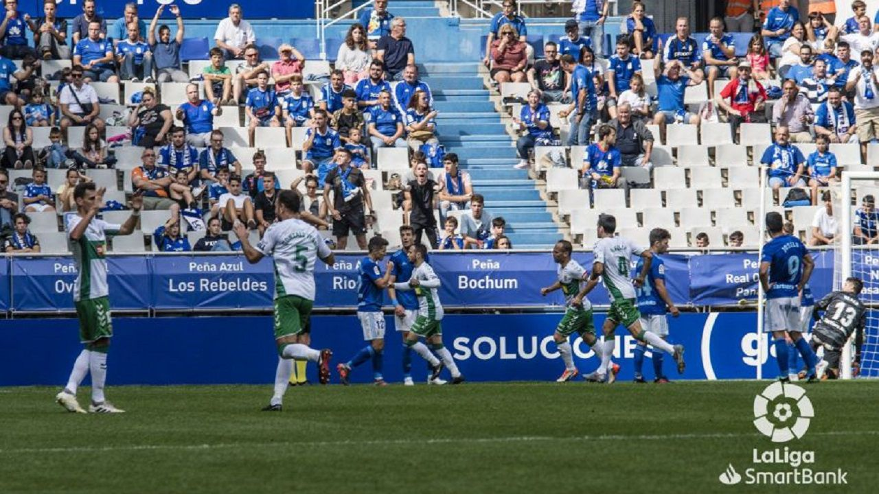 Gol Real Oviedo Elche Carlos Tartiere.Los futbolistas del Elche celebran el 0-1 en el Carlos Tartiere