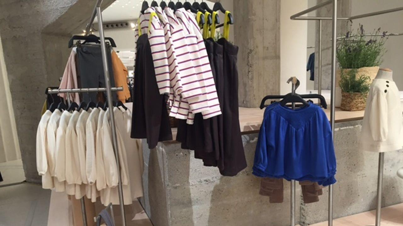 Prendas de la colección exclusiva para la reapertura de la tienda de Milán