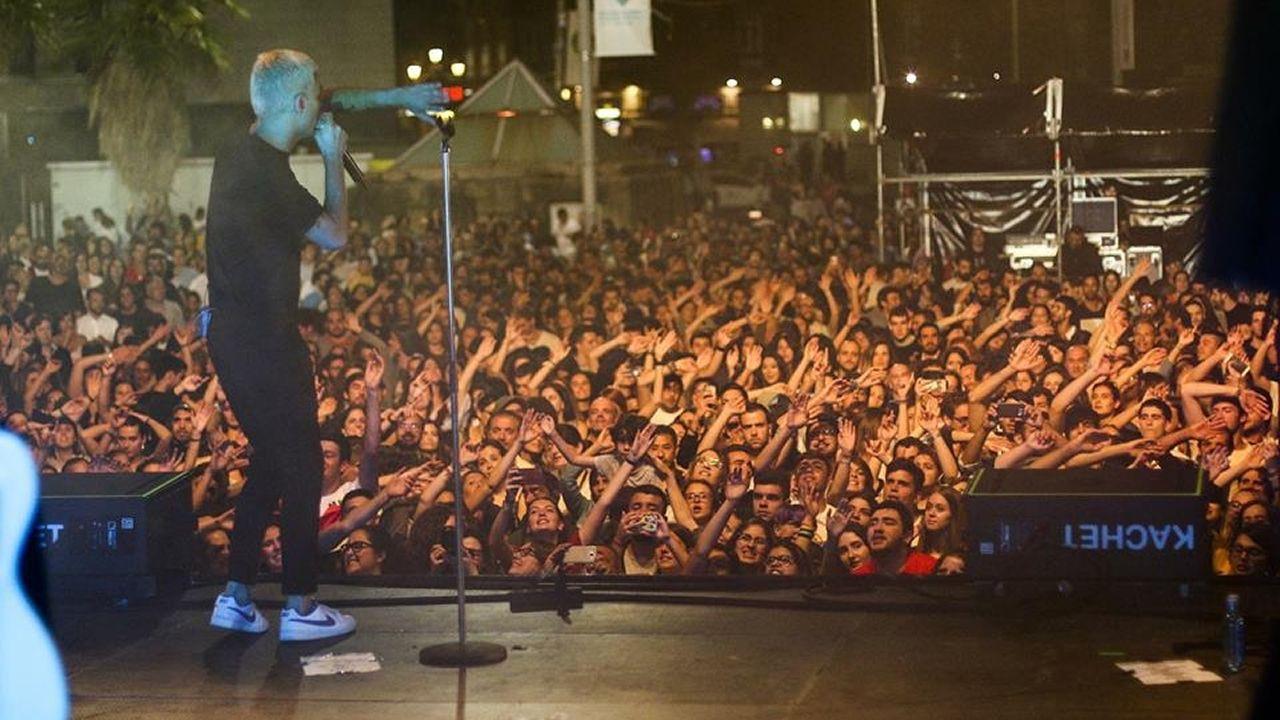 Feria do Abril en Bembibre y degustación de vaca cachena.Victoria Federica, con el alcalde de Sevilla Juan Espadas y el presidente del Real Club de Enganches, Jesús Contreras