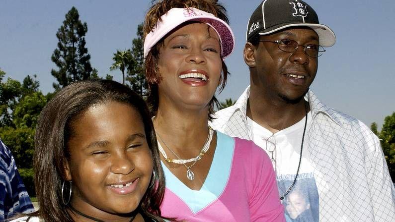 Adele, la gran triunfadora de los Grammy.Imagen del 2004 junto a su marido, Bobby Brown, y su hija