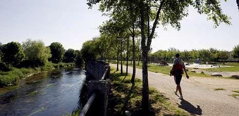 Las pozas se construirán en la finca municipal A Tafona y pretenden ser un reclamo turístico y de desarrollo local de Caldas.