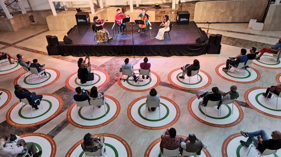Detalle de la representación del espectáculo «Nueva normalidad», en una foto de archivo