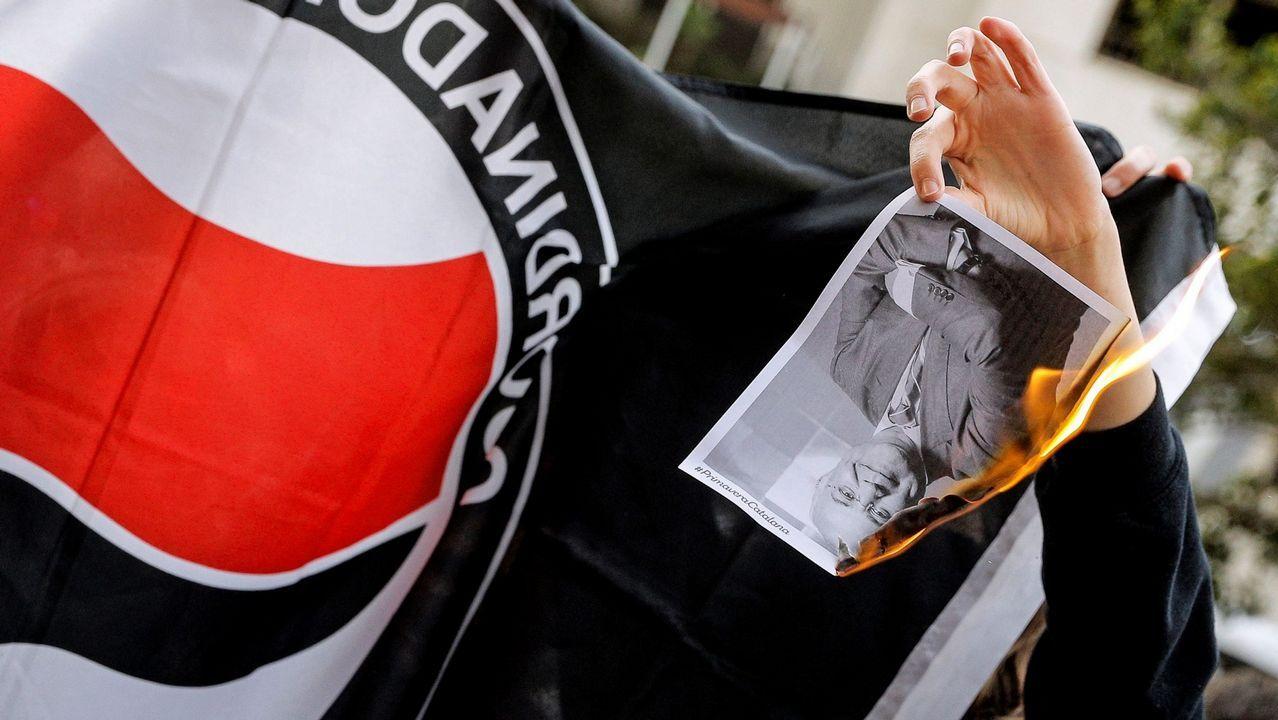 Quema de una foto del Juez Llarena por parte de un manifestante