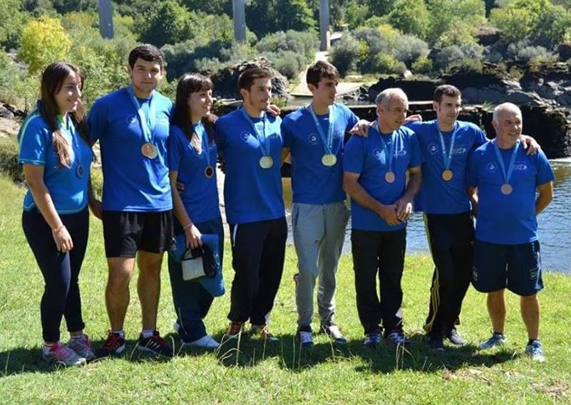 Los piragüistas del Club Quixós clausuraron la temporada oficial en el podio del campeonato gallego