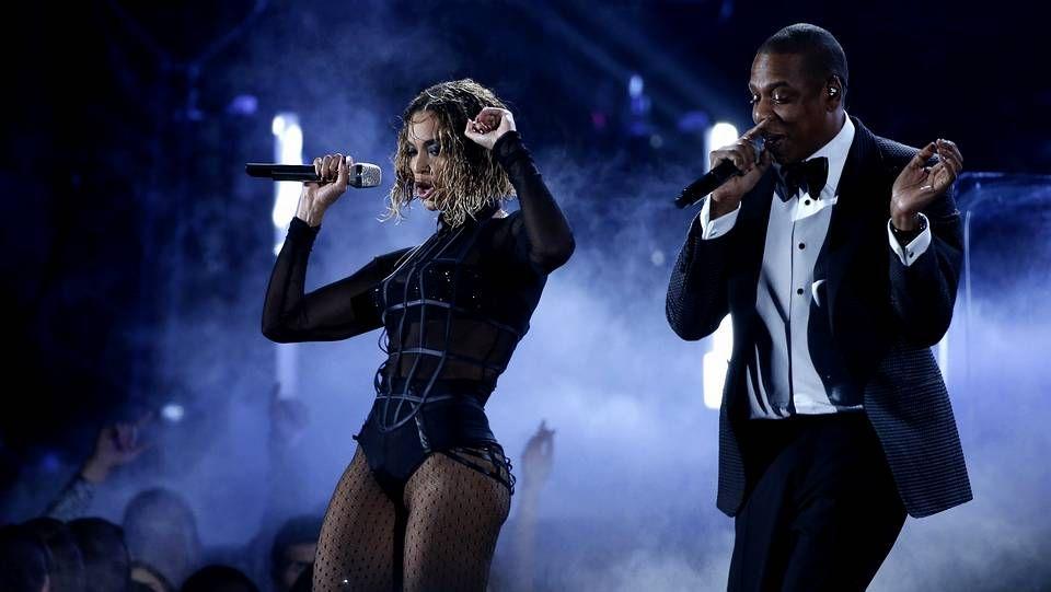 Beyoncé y Jay Z durante su actuación en los premios Grammy
