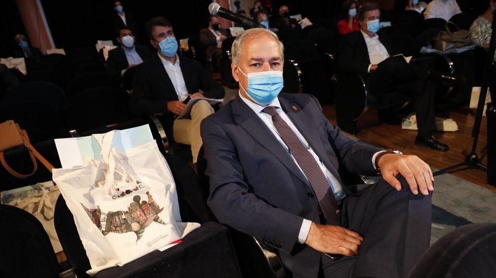 La empresa de A Ulloa que procesa 7 millones de kilos de castaña.El presidente de la Diputación, José Tomé, en un reciente encuentro del Eixo Atlántico