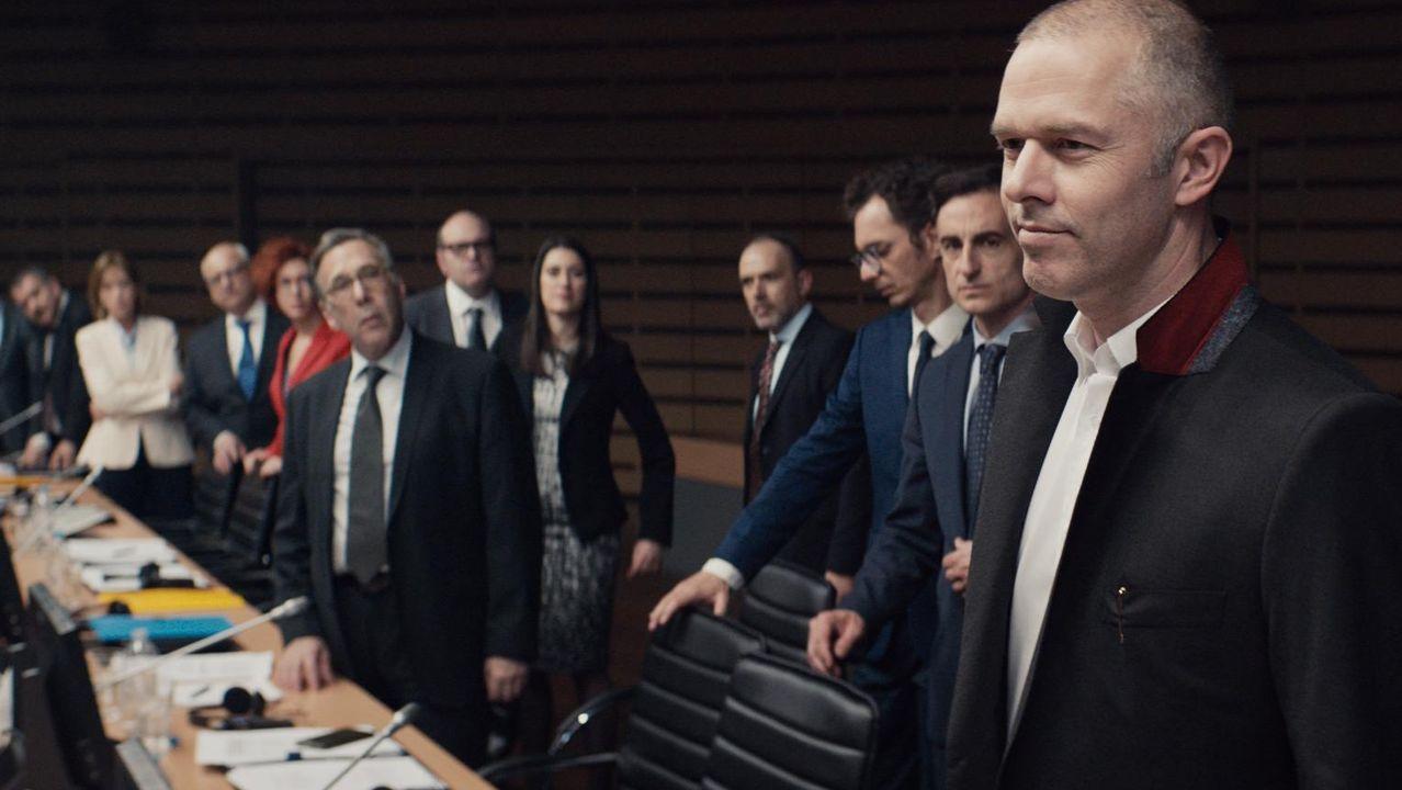 Puigdemont llega a los juzgados que estudiarán hoy la reactivación de la euroorden.Carles Puigdemont, Merixell Serret y Antoni Comín