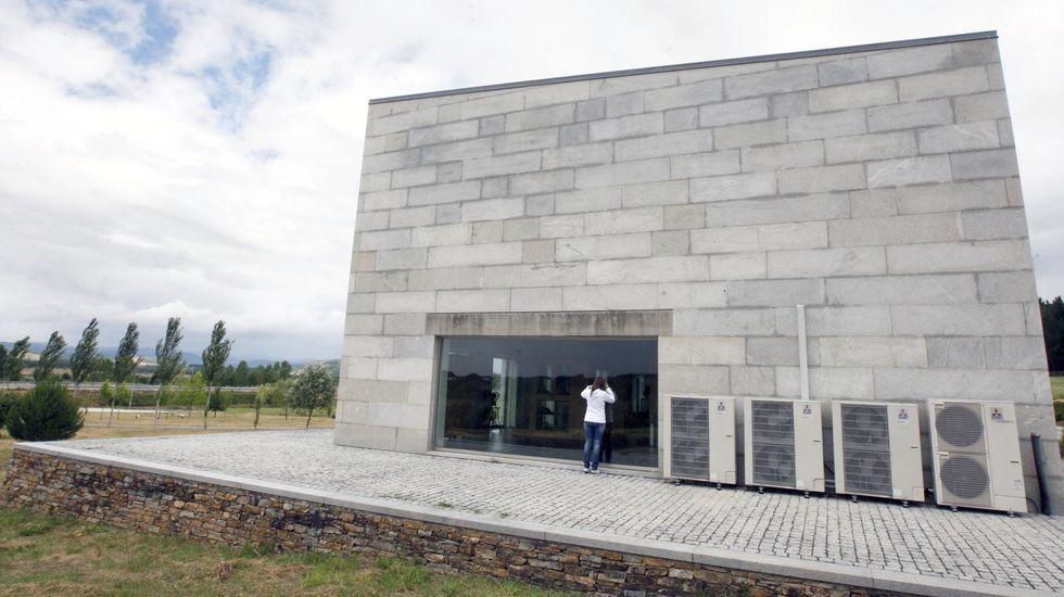 Edificio Expolemos, ahora sin uso, que en su día se propuso como sede del centro de día