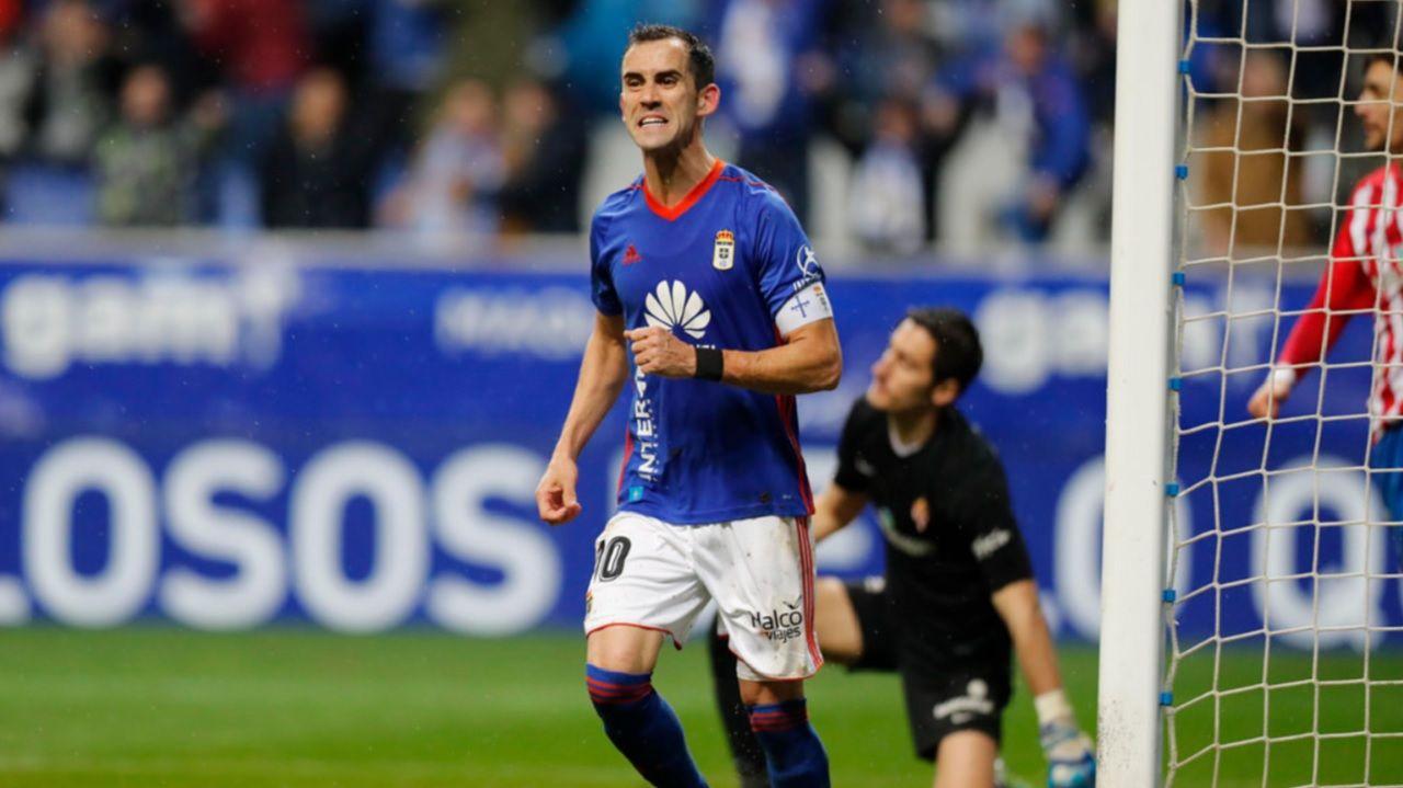 Linares, durante el derbi en el Carlos Tartiere ante el Sporting