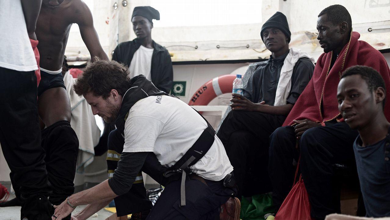 El estado del mar podría retrasar al domingo la llegada de los migrantes.Seehofer se dirige a una reunión con su grupo