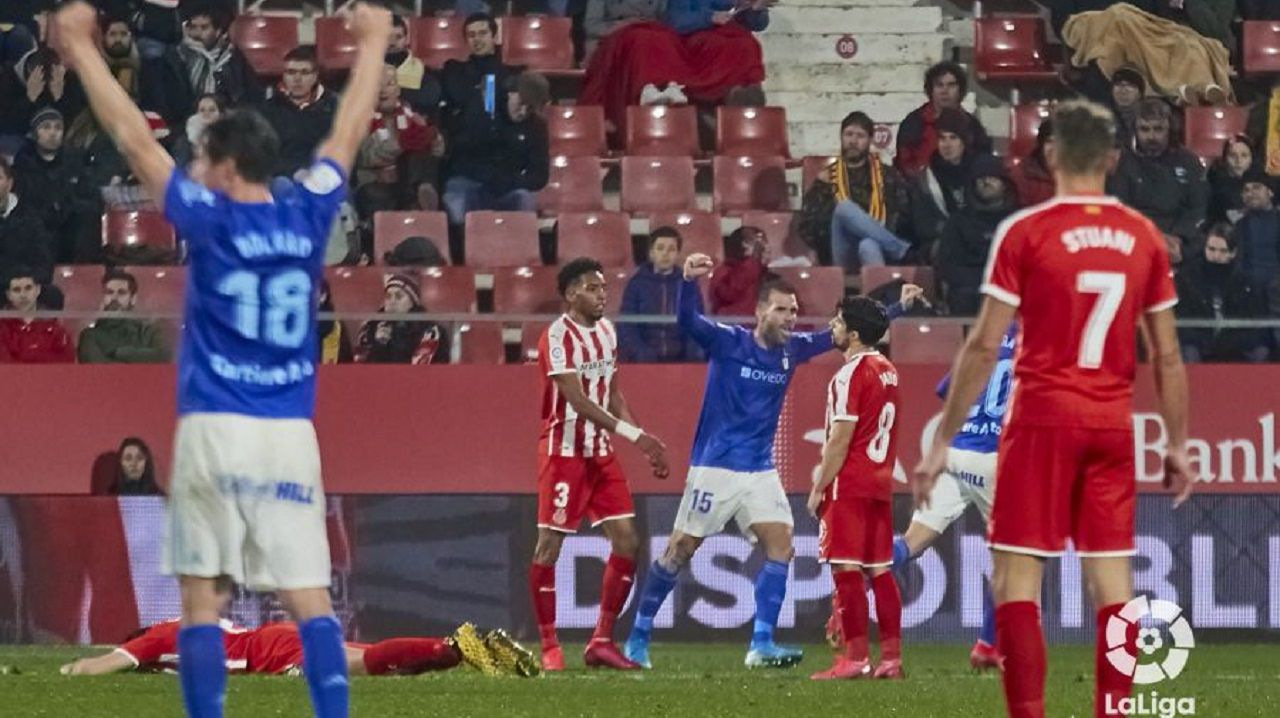 Christian Johannesson Grippo Mujica Edgar Tejera Real Oviedo Sporting derbi.Christian y, al fondo, Ortuño, celebran el gol de Tejera en Girona