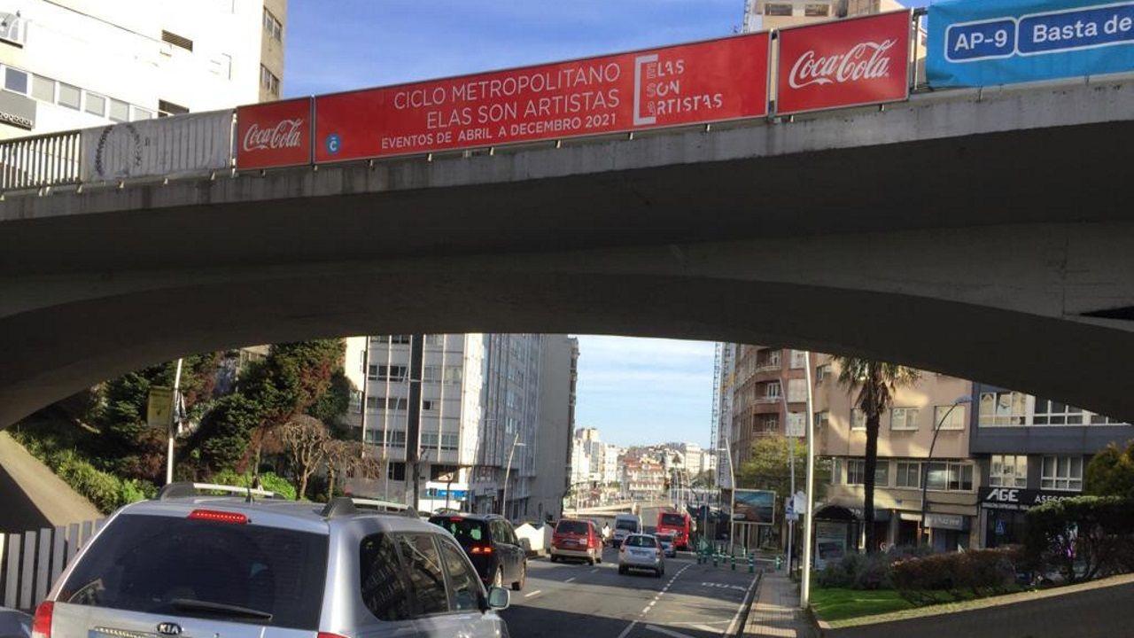 Escape de gas en la calle Troncoso.Restos de botellón y marcas de frenadas por carreras ilegales en Vío.