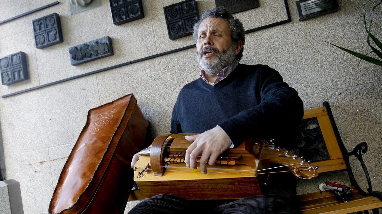 Francisco Xabier Almuíña Chorén, invidente que toca la zanfona.Ana Taboada