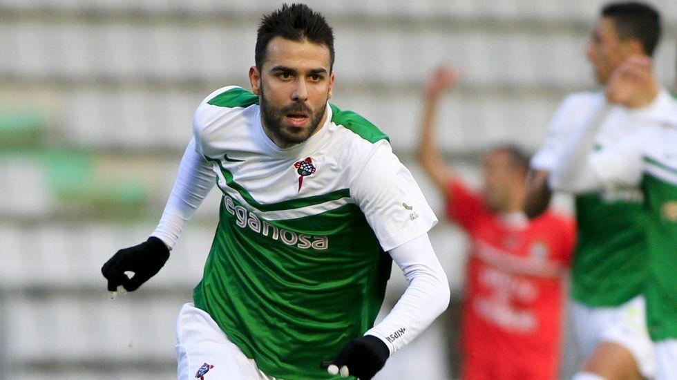 Joselu lleva 15 goles en la liga después de los tres que metió en Vigo para el Racing de Ferrol