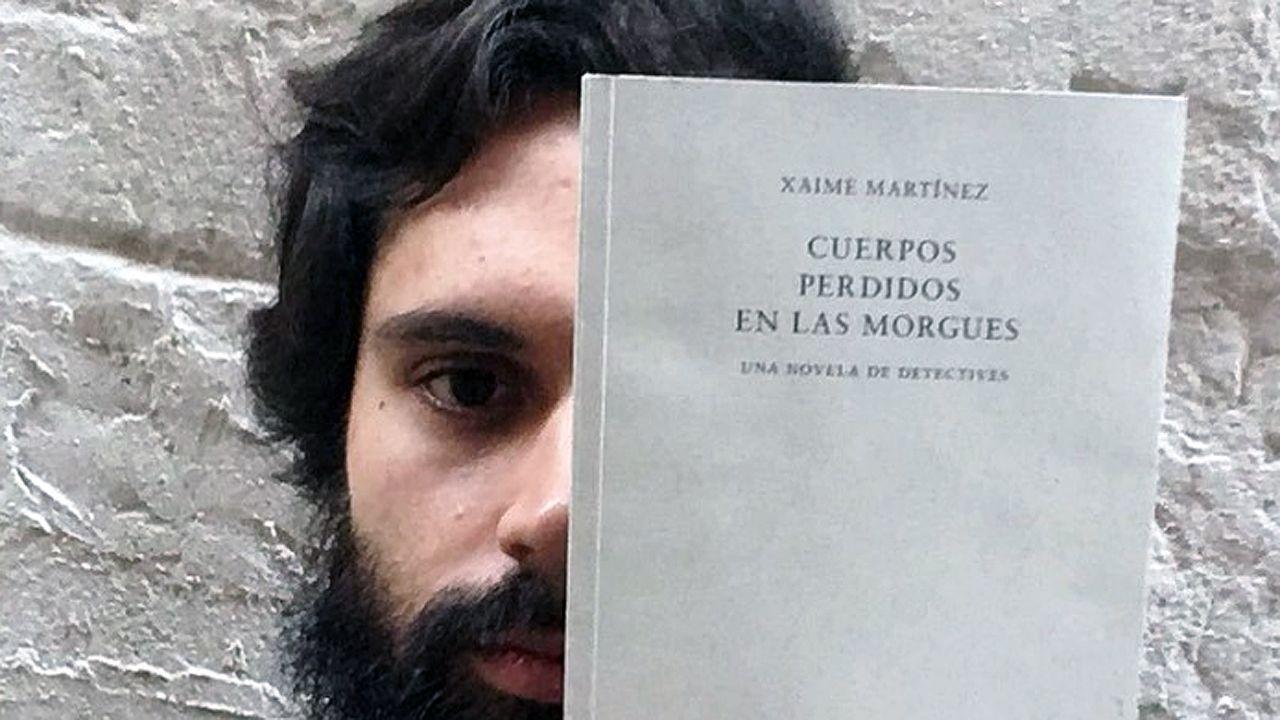Un estudiante de la Universidad de Oviedo consulta la web en una biblioteca.Xaime Martínez
