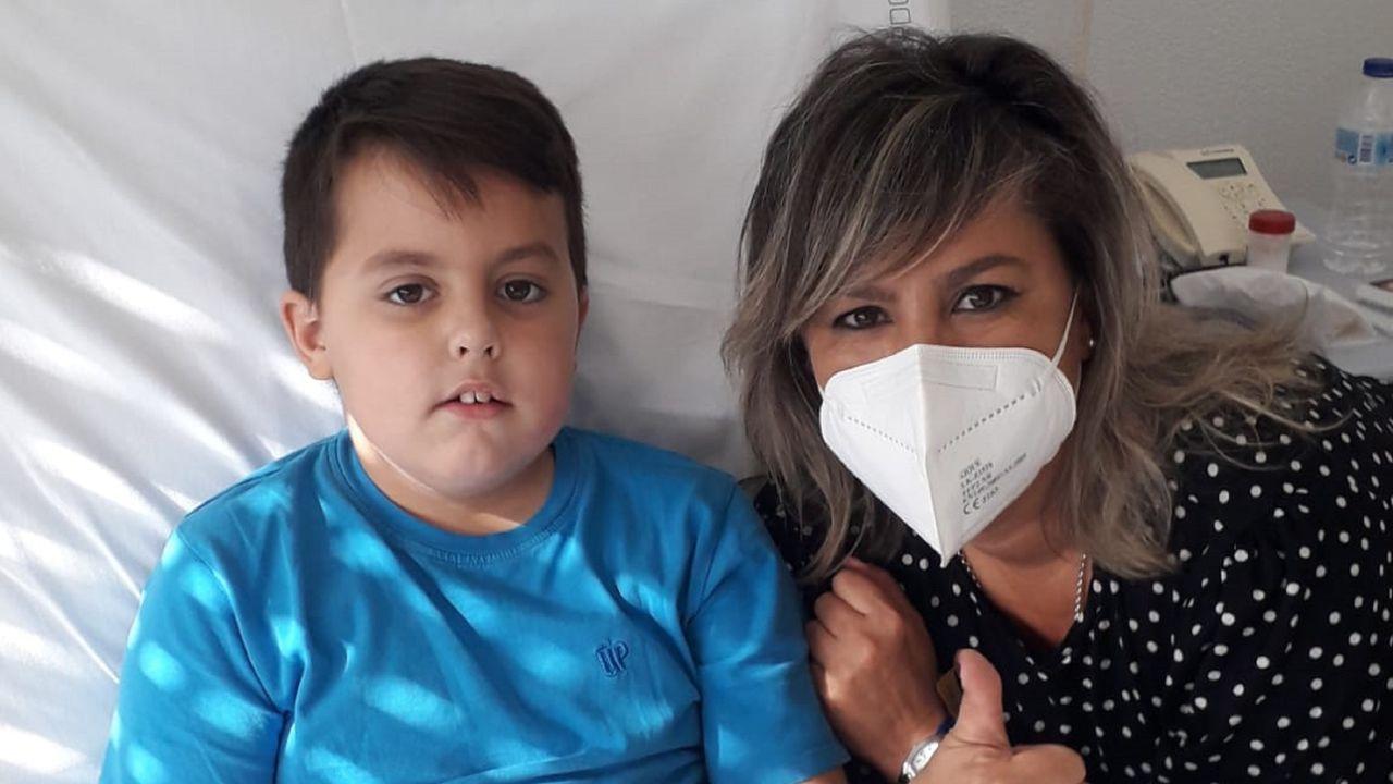 Los bomberos de Ferrol le dieron una sorpresa a Álvaro, un niño hospitalizado en el Juan Cardona.El campamento A Poliña, en San Mateo, cerrado con muralla y vegetación, también fue objeto de registro