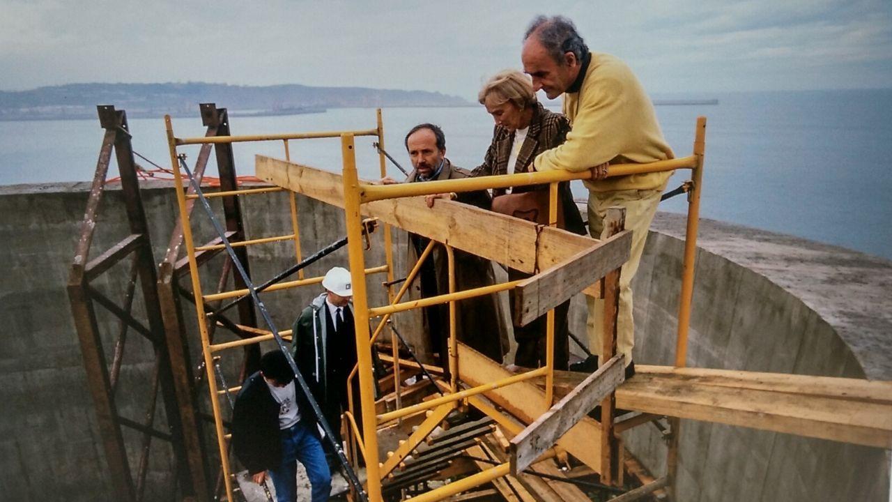 José Antonio Ordóñez con Pilar Belzunce y Chillida, durante la construcción del Elogio