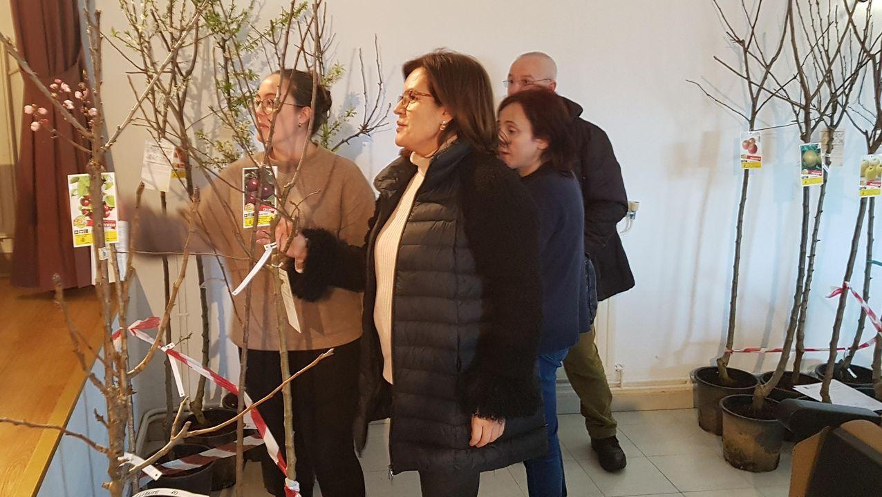 Enno Paulusma, con uno de sus cuadros de Semana Santa, viajará hasta Holanda en caravana