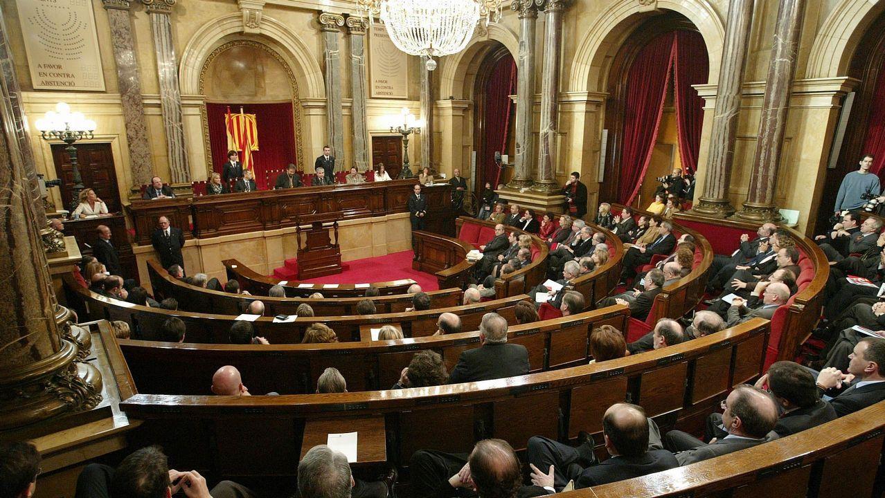 Iceta matiza: «A Cataluña no le conviene la independencia y un referéndum no es la solución».El presidente de Vox, Santiago Abascal, junto a otros cargos del partido