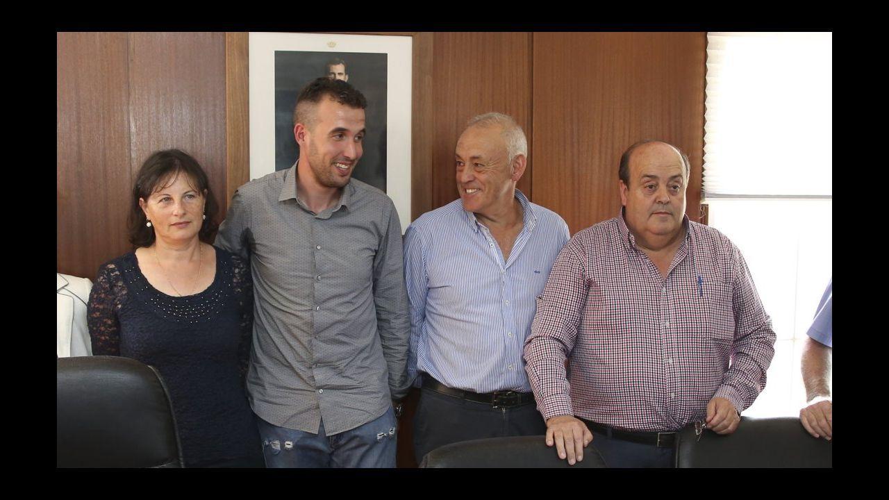 El PP de Casado escenifica una nueva etapa en la que quiere rearmarse en lo ideológico.Viaducto del Ulla en el AVE entre Santiago y Ourense