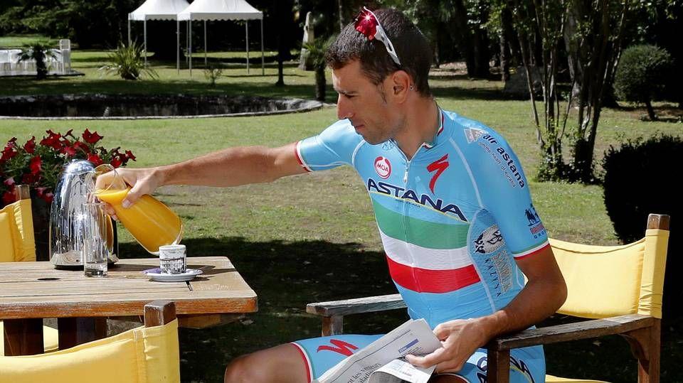 La belleza de la montaña en el Tour de Francia.En la imagen, Vincenzo Nibali, durante la jornada de descanso que ayer tuvieron los corredores en el Tour.