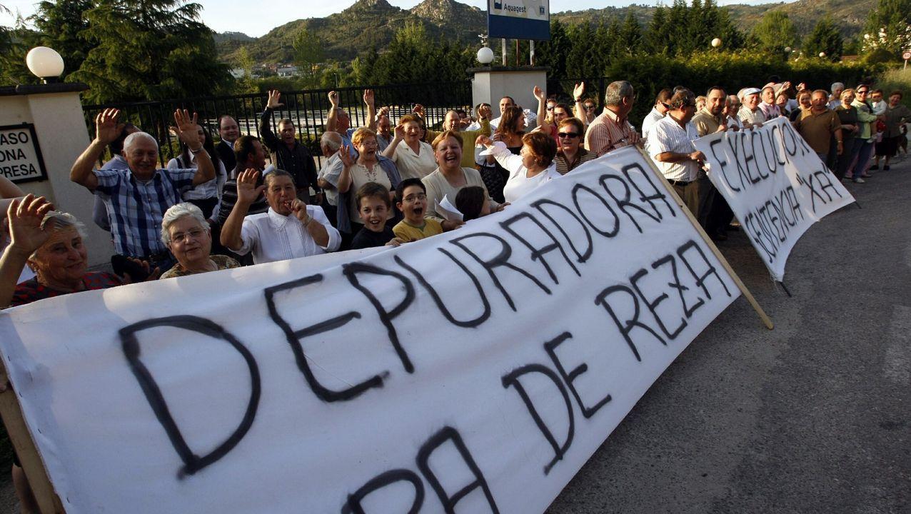 Los vecinos se manifestaron en varias ocasiones (en la imagen, en el año 2008) para pedir la demolición de la depuradora
