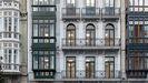 Fachada del edificio en rehabilitación Passivhaus en la calle Uría de Oviedo (edificio protegido)