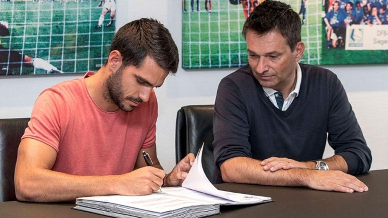 Insua firma su contrato con el Schalke 04