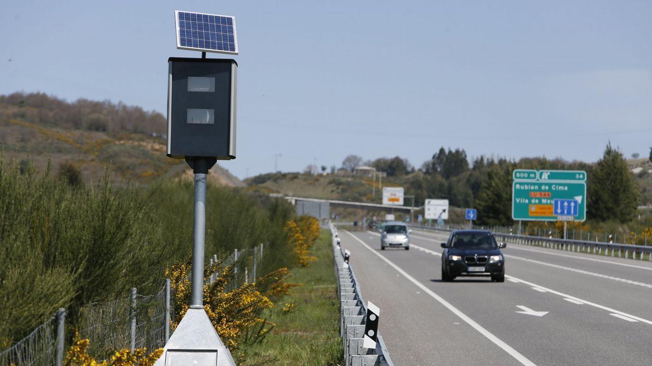 Uno de los nuevos controles fijos instalados por la DGT en Galicia. Hay 11 bases como esta, pero solo 2 radares