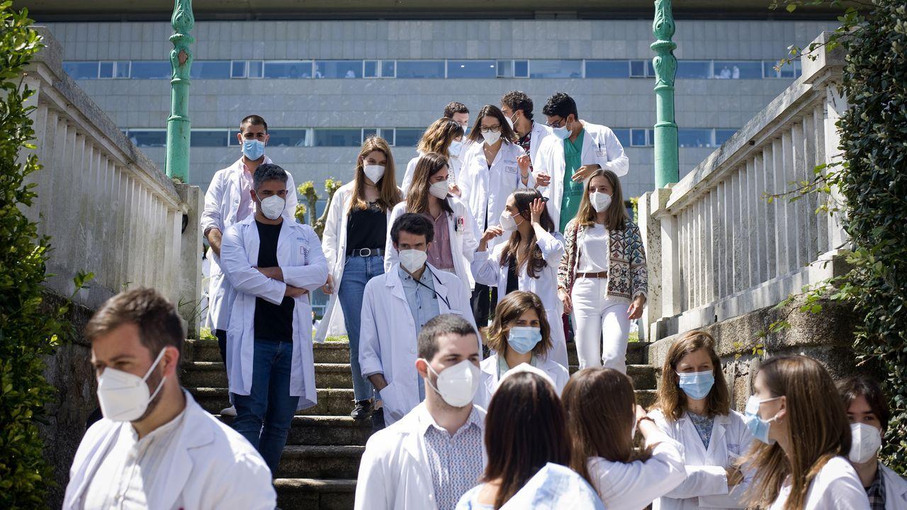Miembros mir del Chuac llegando al acto de despedida celebrado a finales de mayo en el hospital de Oza