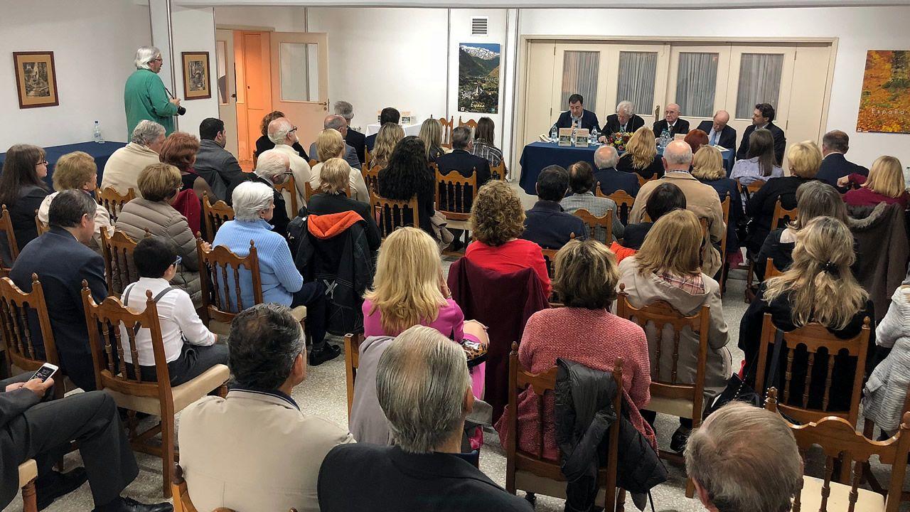 El secretario xeral da Emigración, durante su encuentro con la secretaria del Centro Galego de Tarragona