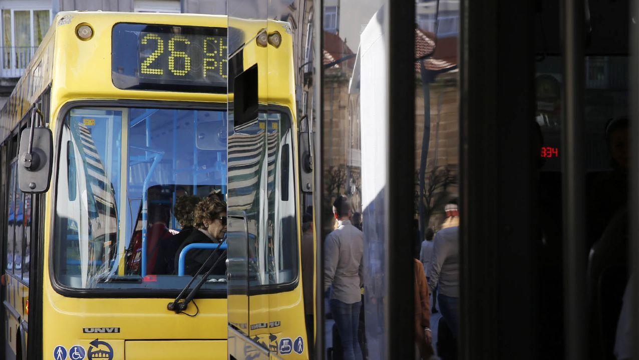 Primer día de terrazas en Ourense.Urbanos de Ourense gestiona el servicio de transporte en la ciudad